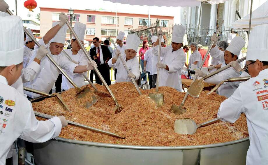 Chinese and Costa Rican chefs cook the world's largest fried rice in celebration of Chinese New Year, for which they obtained a Guinness record, in San Jose, Calif., on Feb. 12, 2013. Photo: Ezequiel BECERRA, AFP/Getty Images / 2013 AFP
