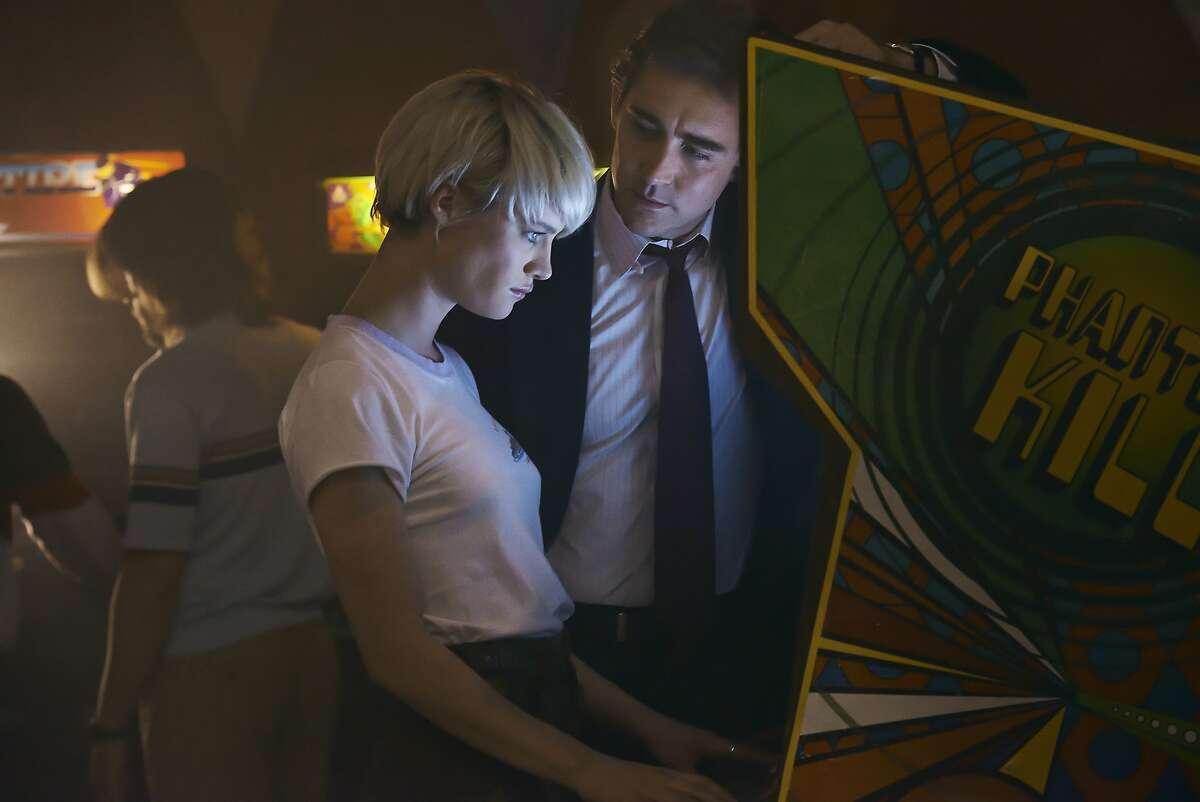 Mackenzie Davis as Cameron Howe and Lee Pace as Joe MacMillan - Halt and Catch Fire _ Season 1