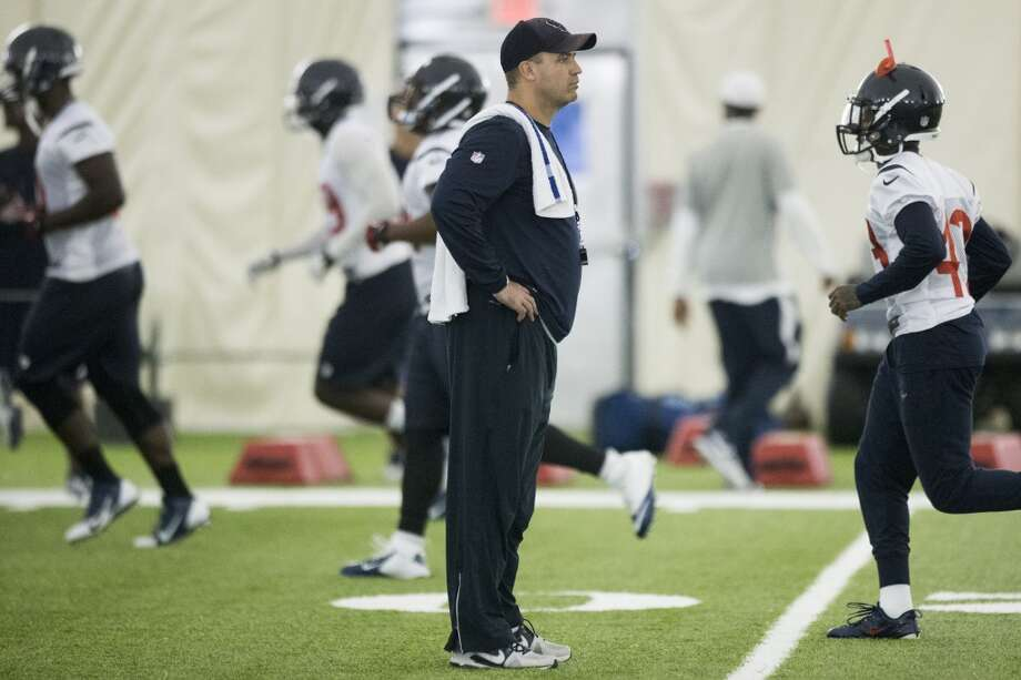 Texans head coach Bill O'Brien watches his team warm up. Photo: Brett Coomer, Houston Chronicle