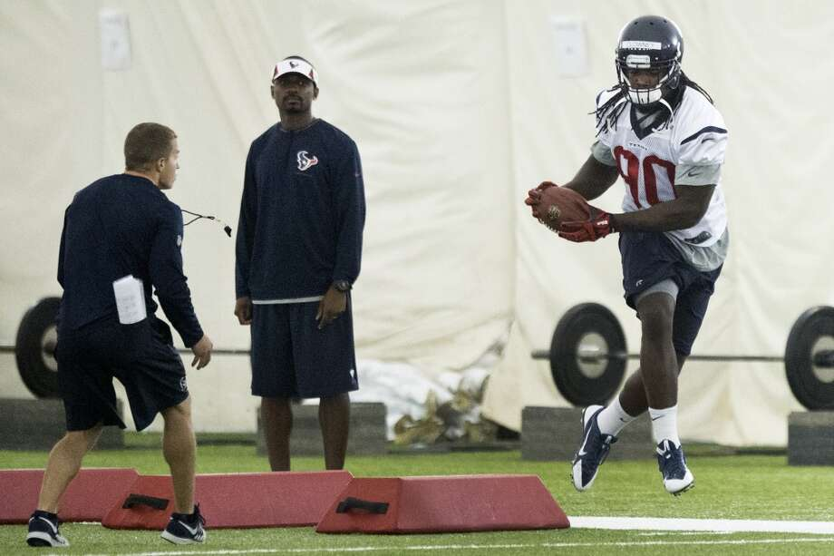 Texans linebacker Jadeveon Clowney (90) runs a drill. Photo: Brett Coomer, Houston Chronicle