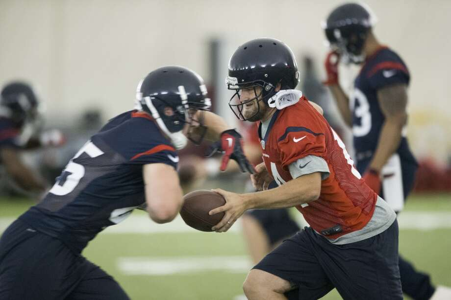 Texans quarterback Ryan Fitzpatrick, right, fakes a handoff to fullback Jay Prosch. Photo: Brett Coomer, Houston Chronicle