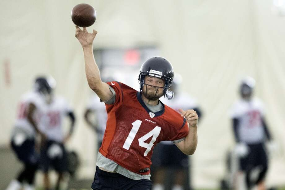 Texans quarterback Ryan Fitzpatrick throws a pass. Photo: Brett Coomer, Houston Chronicle