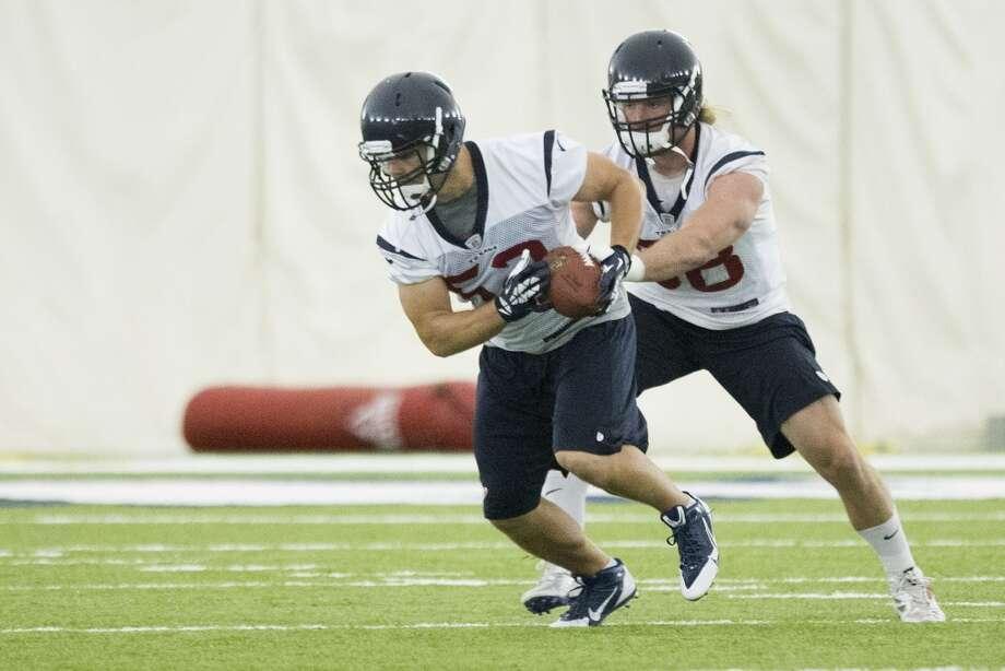 Texans linebackers Jeff Tarpinian (52) and Brooks Reed (58) run a drill. Photo: Brett Coomer, Houston Chronicle