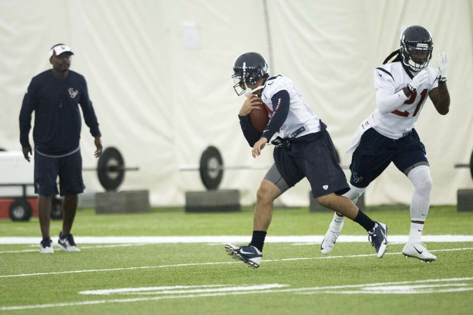 Texans safety Kendrick Lewis (21) runs a drill. Photo: Brett Coomer, Houston Chronicle