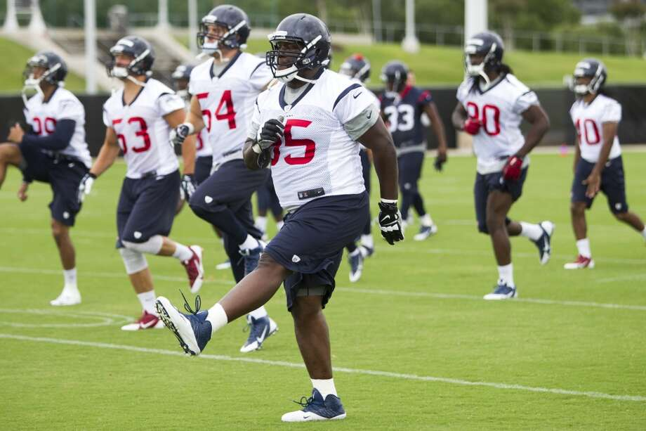 Texans nose tackle Jerrell Powe (95) runs a warm up drill. Photo: Brett Coomer, Houston Chronicle