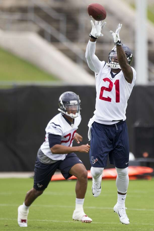 Texans safety Kendrick Lewis (21) leaps to intercept a pass. Photo: Brett Coomer, Houston Chronicle