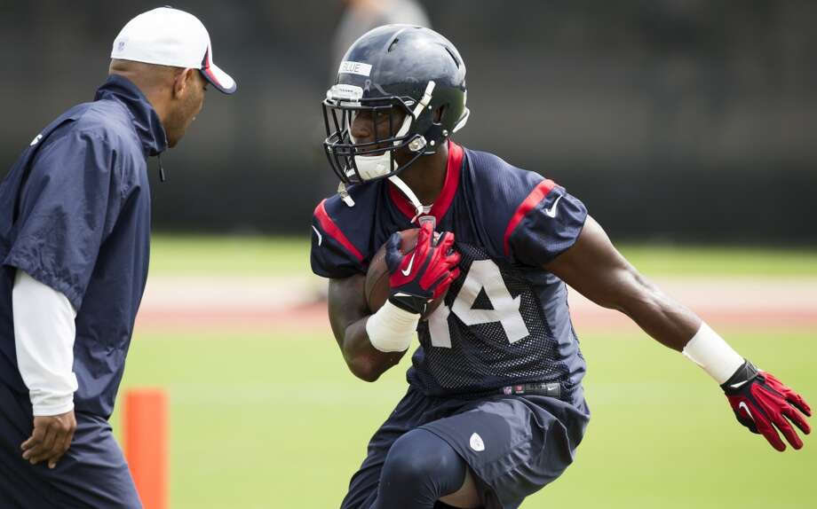 Texans running backs coach Charles London works running back Alfred Blue (44) through a drill. Photo: Brett Coomer, Houston Chronicle