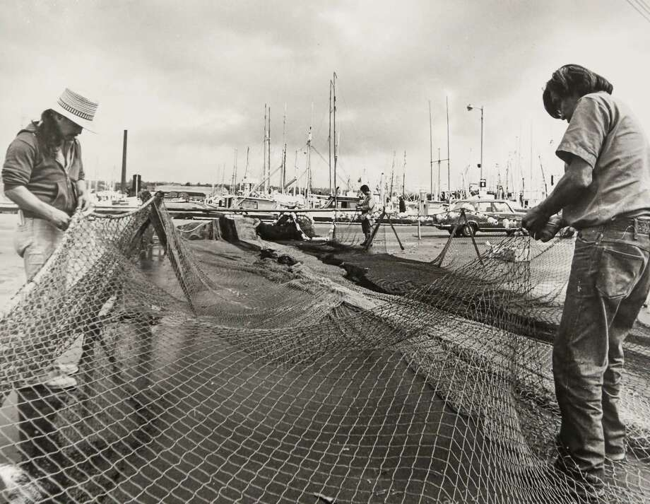 May 25, 1977 A man works on a net. Photo: FILE PHOTO, SEATTLEPI.COM / SEATTLEPI.COM