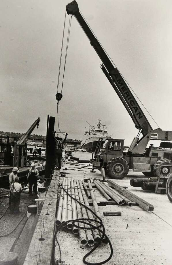 August 5, 1988A new pier is installed at Fishermen's Terminal.  Photo: FILE PHOTO, SEATTLEPI.COM / SEATTLEPI.COM