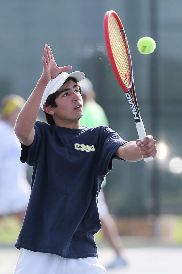 Alamo Heights' Jonah Candelario returns a volley in his Boys Singles match with Vandergrift's King Roy during the Region IV-4A tennis tournament at Blossom Tennis Center on Wednesday, April 16, 2014.  Candelario took first place in the tournament.  MARVIN PFEIFFER/ mpfeiffer@express-news.net Photo: MARVIN PFEIFFER, Marvin Pfeiffer/ EN Communities / Express-News 2014