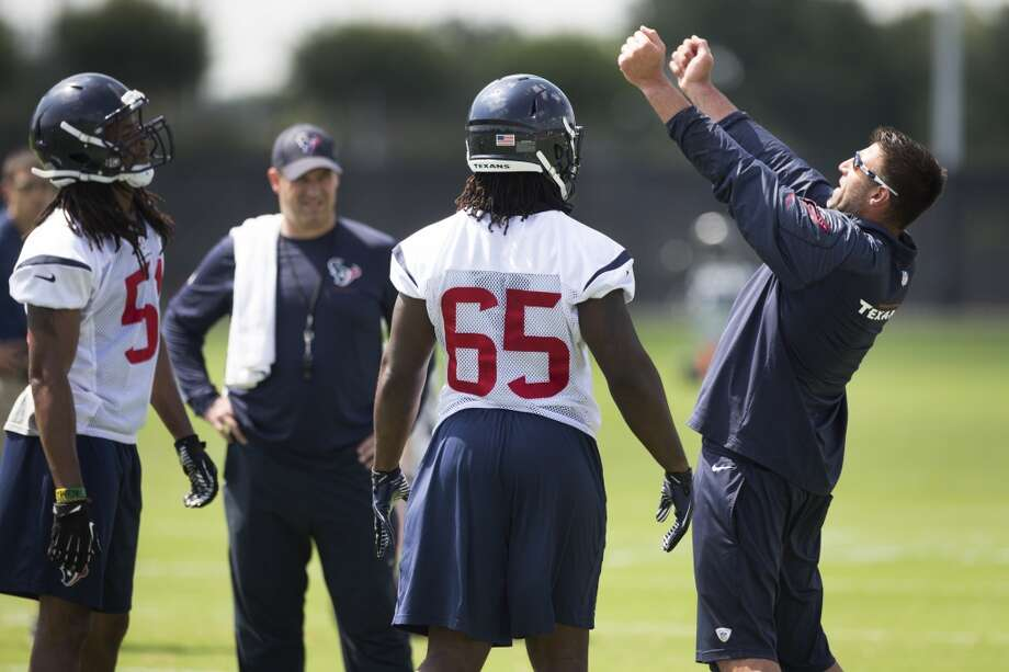 Texans linebackers coach Mike Vrabel, right, works with linebackers Paul Hazel (51) and Jason Ankrah (65). Photo: Brett Coomer, Houston Chronicle