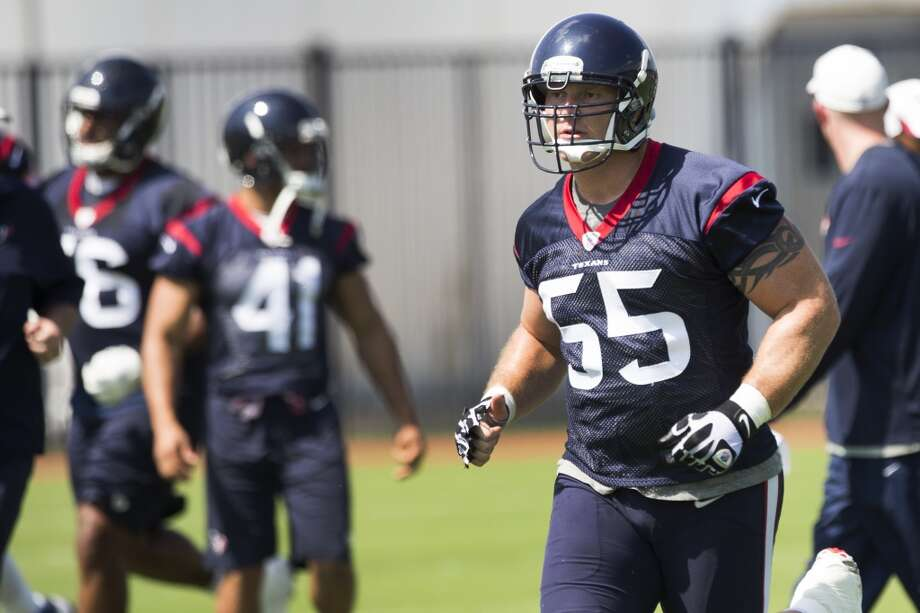 Texans center Chris Myers (55) jogs across the field. Photo: Brett Coomer, Houston Chronicle