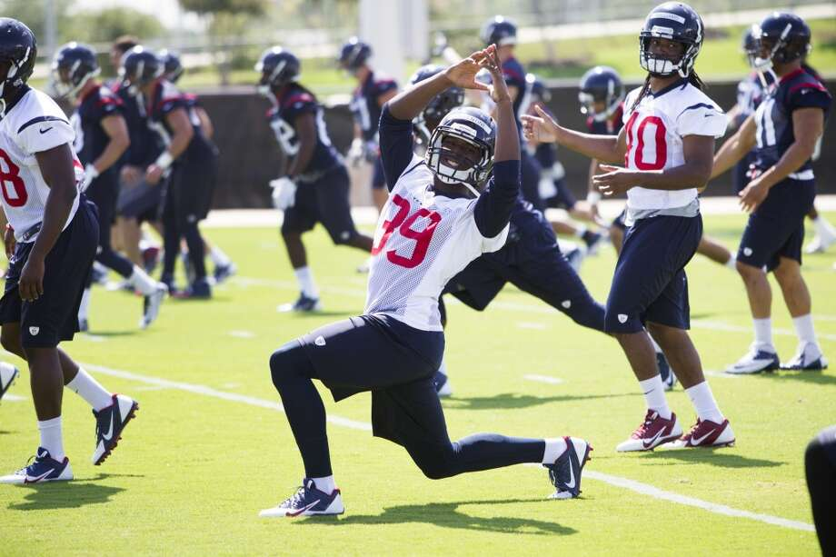 Texans safety Lonnie Ballentine (39) stretches at the beginning of practice. Photo: Brett Coomer, Houston Chronicle
