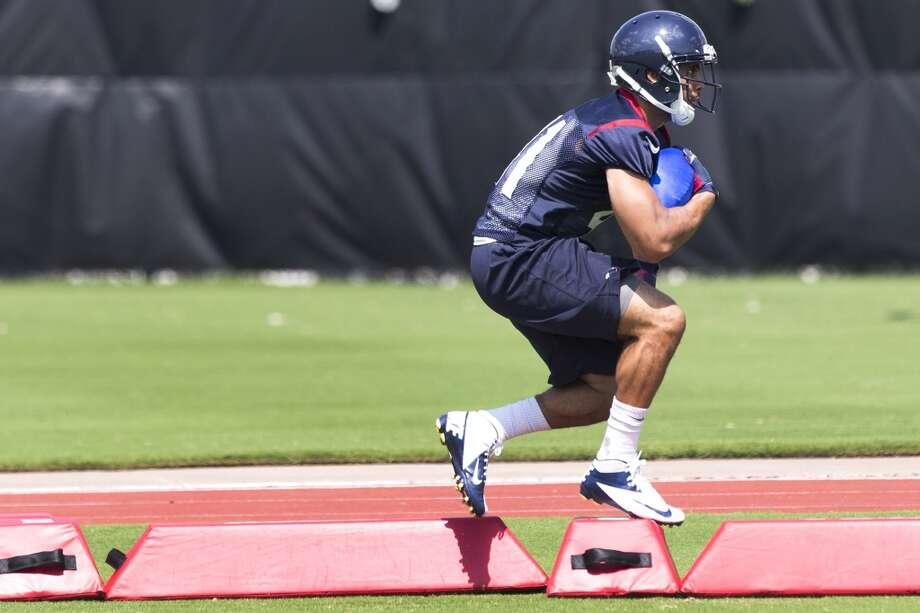 Texans running back Jonathan Grimes runs through a drill. Photo: Brett Coomer, Houston Chronicle