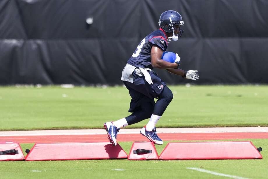 Texans running back Andre Brown runs through a drill. Photo: Brett Coomer, Houston Chronicle