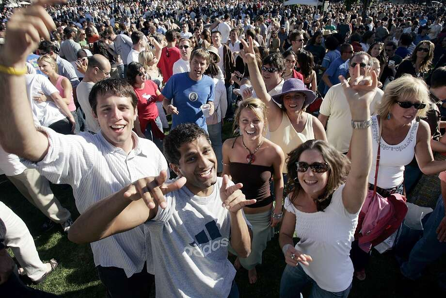 San Francisco CA - JUNE 18:  (L-R) Andy Goodman, Koushik Sundar, Amy Pope-Anderson and Alexis Rosenbaum enjoying the music at the North Beach festival on June 18, 2005 in San Francisco, California.  Photo by David Paul Morris/ Chronicle Photo: David Paul Morris, San Francisco Chronicle