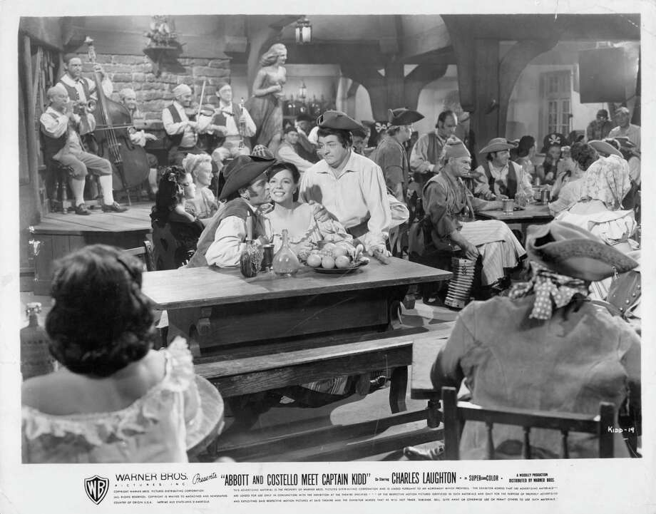 Lou Costello in tavern of unidentified actors in a scene from the film 'Abbott And Costello Meet Captain Kidd', 1952. Photo: Archive Photos, Getty / 2011 Getty Images