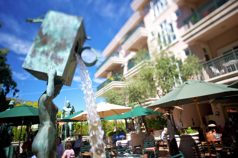 The fountain and outdoor seating area at Caffe Riace in Palo Alto. Photo: Courtesy OpenTable