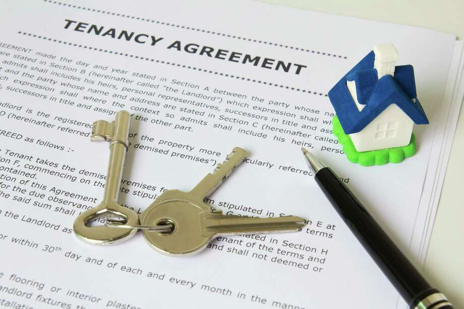 Tenancy agreement, key and pen with symbolic miniature house / Kenishirotie - Fotolia