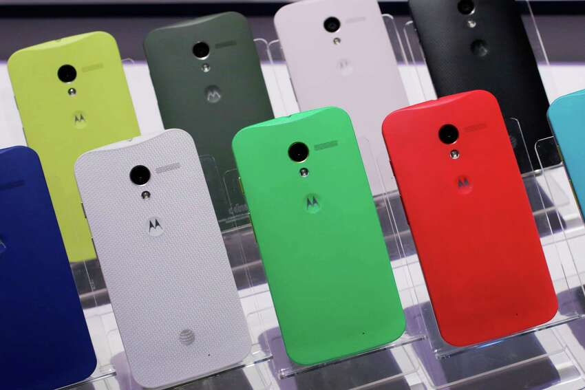 Motorola will take a manufacturing facility to Fort Worth and will employ around 2,500 people.