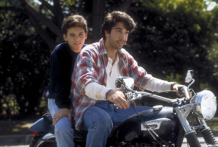 David Schwimmer played Karen's live-in boyfriend Michael in four episodes from 1991-1992.