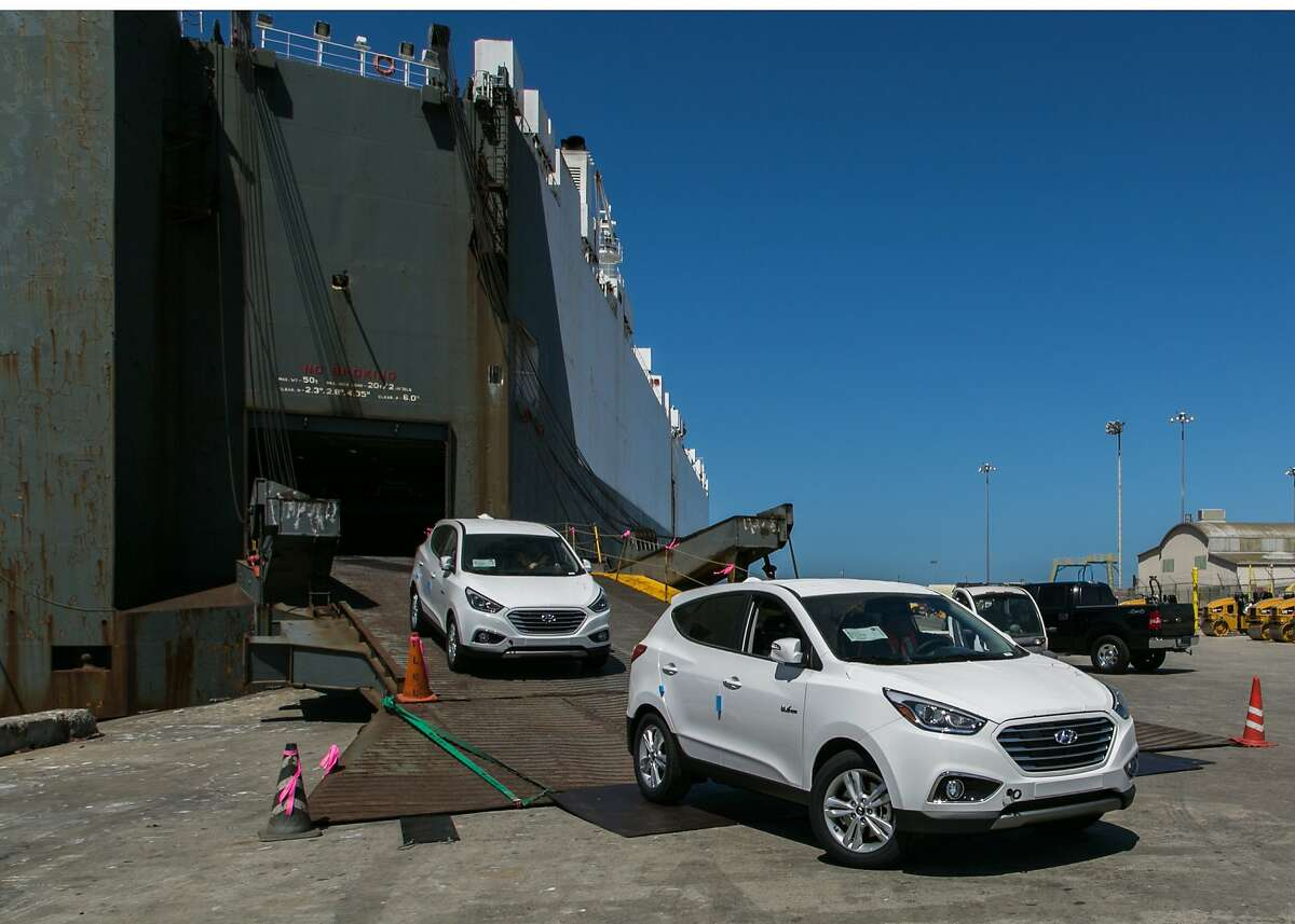 Hyundai's first mass-produced Tucson full cell CUVs arrive in Southern California.