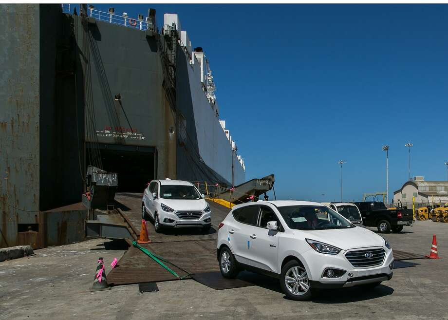 Hyundai's first mass-produced Tucson full cell CUVs arrive in Southern California. Photo: Associated Press