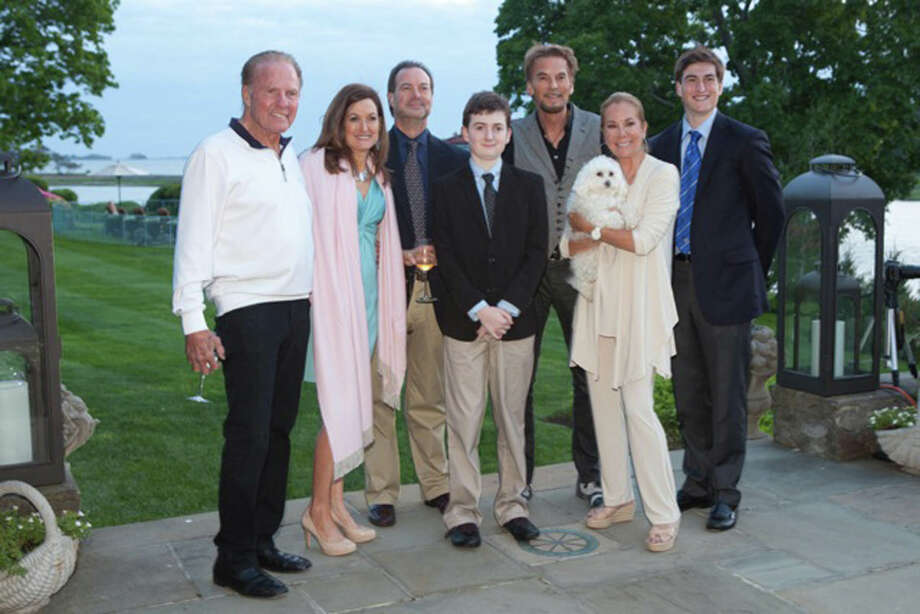 Giffords host dart party at riverside home greenwichtime for Frank and kathie lee gifford wedding