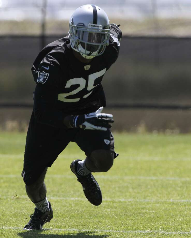 Cornerback DJ Hayden practices in a defensive drill during an off-season workout at the Oakland Raiders training facility in Alameda, Calif. on Tuesday, May 27, 2014. Photo: Paul Chinn, The Chronicle