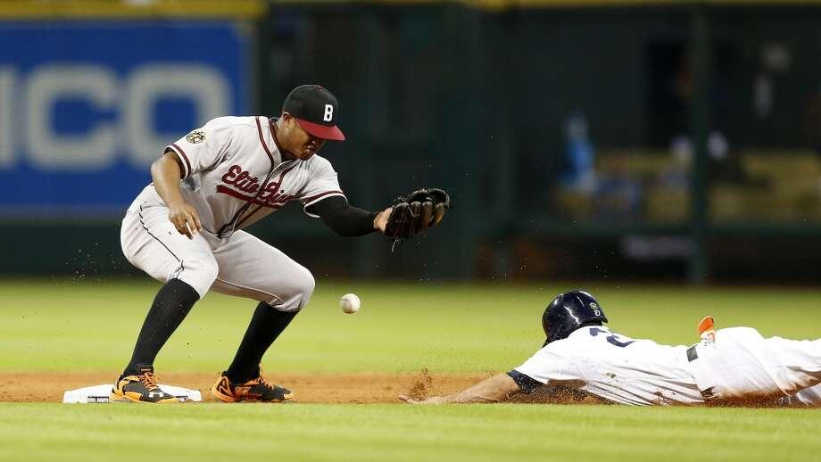 Astros second baseman Jose Altuve steals second base. Photo: Karen Warren, Houston Chronicle