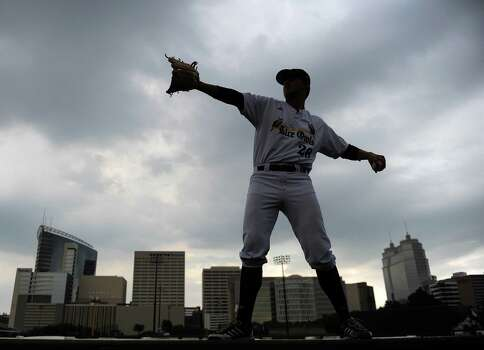 Rice's Blake Fox warms up during a weather delay before a Houston NCAA baseball regional game against George Mason, Friday, May 30, 2014, at Reckling Park in Houston. Photo: Eric Christian Smith, For The Chronicle