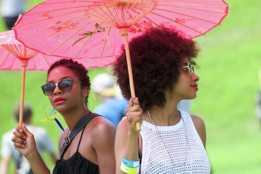 L-R: Phallon Wright and Asli Omar of The Tontons beat the Summer Festival heat with parasols. Photo: Jay Dryden For The Houston Chronicle / copyright 2014 Jay Dryden