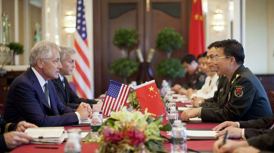U.S. Defense Secretary Chuck Hagel (left) meets with Lt. Gen. Wang Guanzhong in Singapore. Photo: Pool, Getty Images