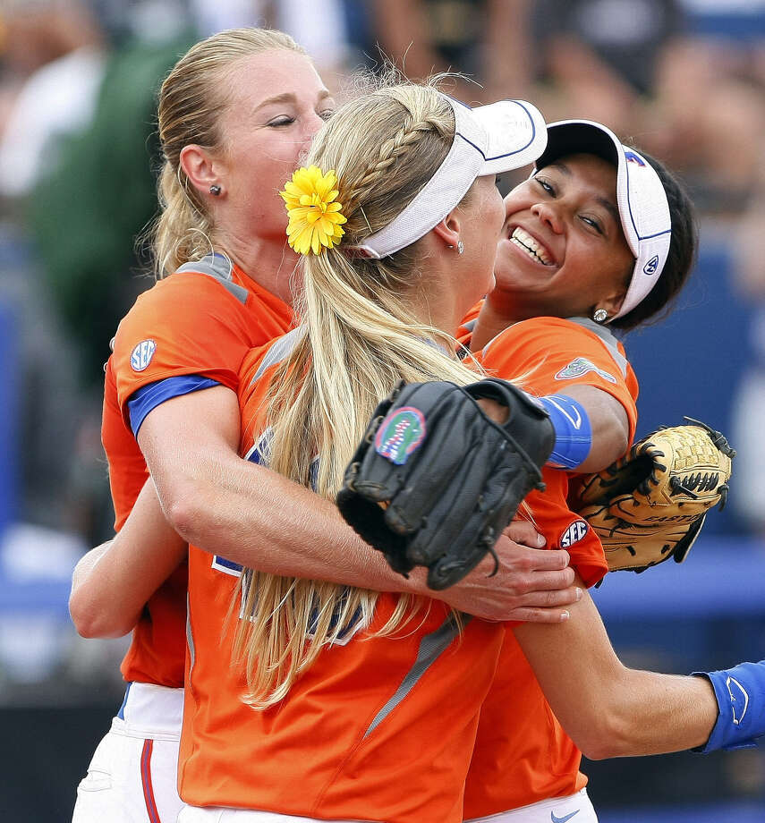 Florida's Hannah Rogers (left) is congratulated after her complete game in a 6-3 win over Baylor. Photo: Alonzo Adams / Associated Press / FR159426 AP
