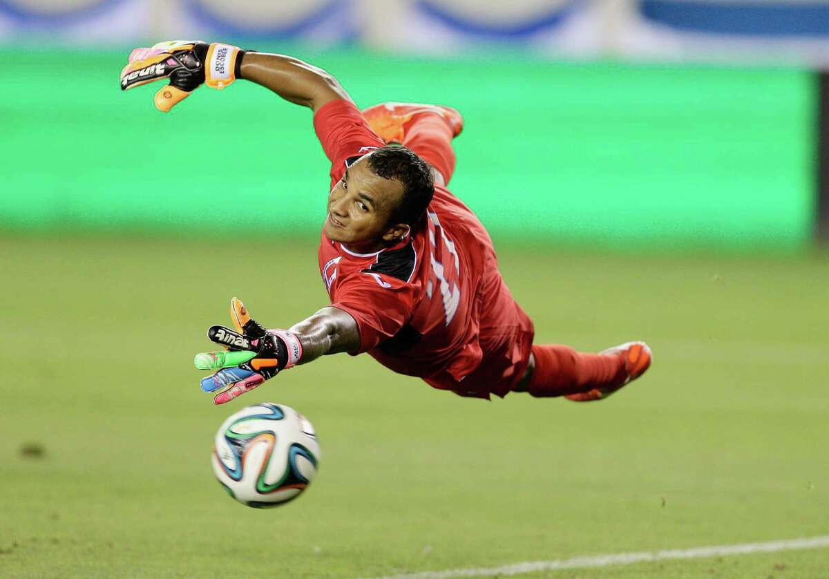 Honduras' Donis Izaguirre (22) can't stop the shot of Israel's Eran Zahavi as he scores in the first half during a soccer match Sunday, June 1, 2014, in Houston. (AP Photo/Bob Levey)