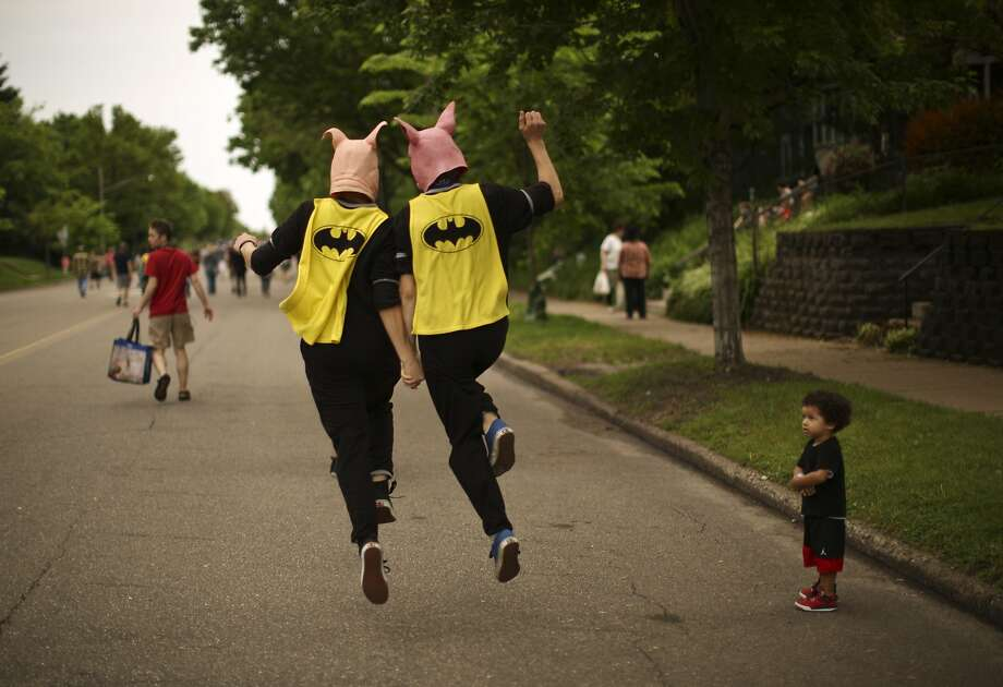 Da da da da da da da da da BATSWIIIINE! A befuddled toddler watches a pair of Bat Pigs (Karim 
