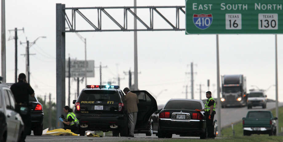 San Antonio police investigate Monday June 2, 2014 at Loop 410 and Somerset where a pedestrian was hit by a car shortly after 6:00 a.m. and died. The accident is still being investigated by police and the driver of the vehicle probably not face charges. Photo: JOHN DAVENPORT, San Antonio Express-News / ©San Antonio Express-News/John Davenport