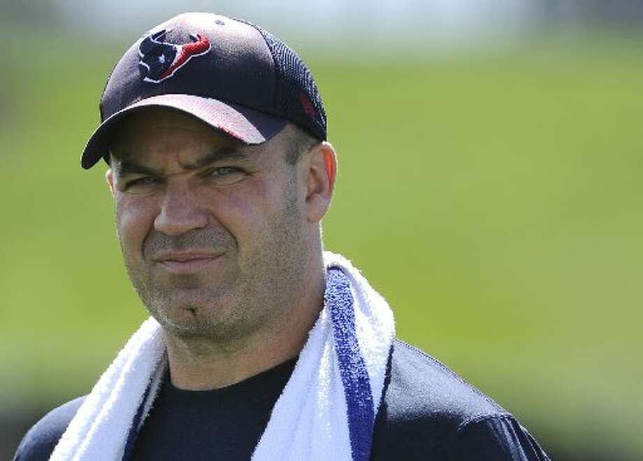 Texans head coach Bill O'Brien heads to the practice field. Photo: Pat Sullivan, Associated Press