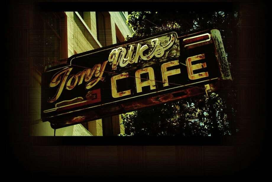 Tony Nik's (1933) Photo: Facebook