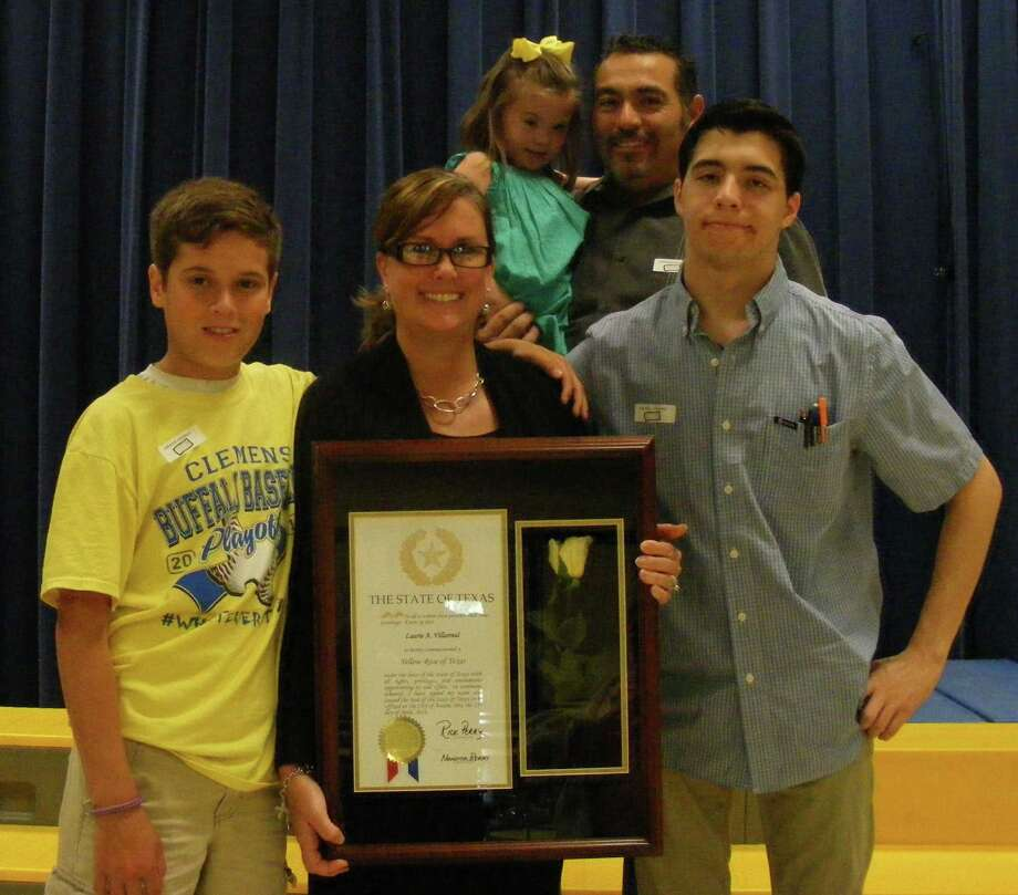 Paschal Elementary's Villarreal, center, poses Friday with her Yellow Rose award, surrounded by her husband, Ricardo, and children. Photo: David DeKunder / Northeast Herald