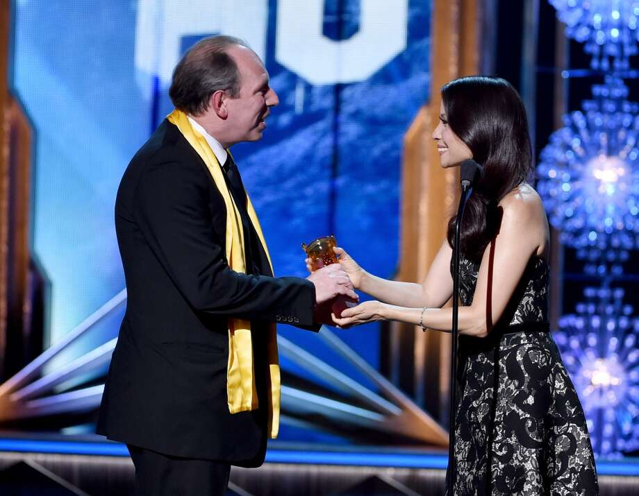 Composer Hans Zimmer (L) accepts the Lifetime Achievement Award from actress Lucy Liu at the 2014 Huading Film Awards at The Montalban Theatre on June 1, 2014 in Los Angeles, California. Photo: Kevin Winter, Getty Images
