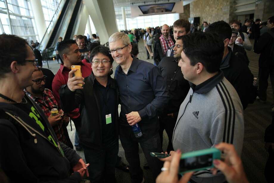 Cook  (center) posed for photos with WWDC attendees. Photo: Lea Suzuki, The Chronicle