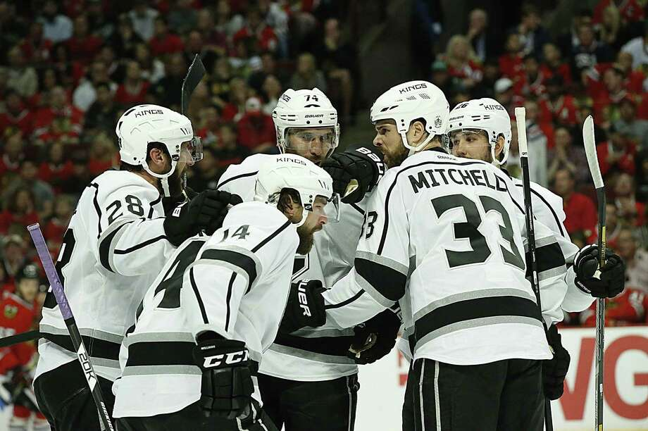 The Kings congratulate Dwight King after his goal in the first period in Game 7 against Chicago. Photo: Robert Gauthier / Los Angeles Times / Los Angeles Times