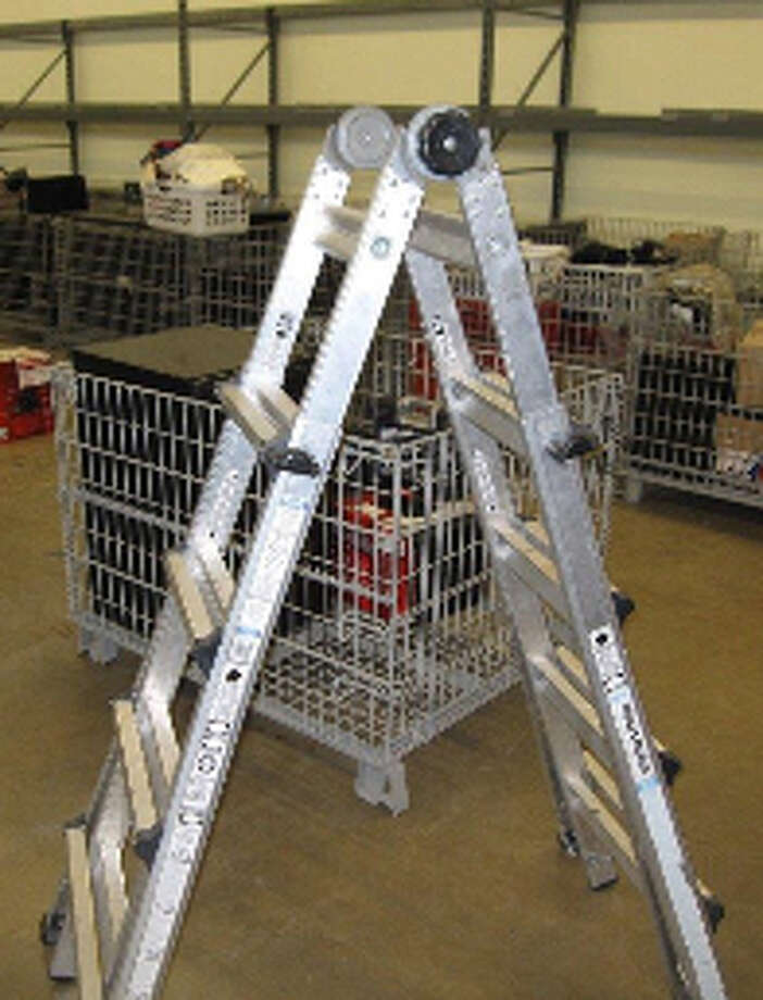 ALUMINUM, 19' FOLDING EXTENSION LADDER, ITEM # 70277, CS#12278254 Photo: San Antonio Police Department