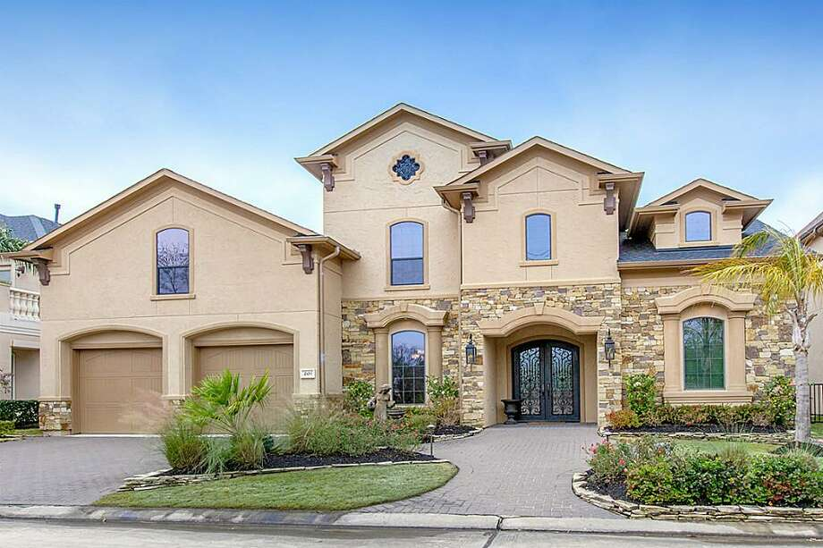 201 Blue Water Way: This 2007 home has 4 bedrooms, 4.5 bathrooms, 4,838 square feet, and is listed for $1,145,000. Photo: Houston Association Of Realtors