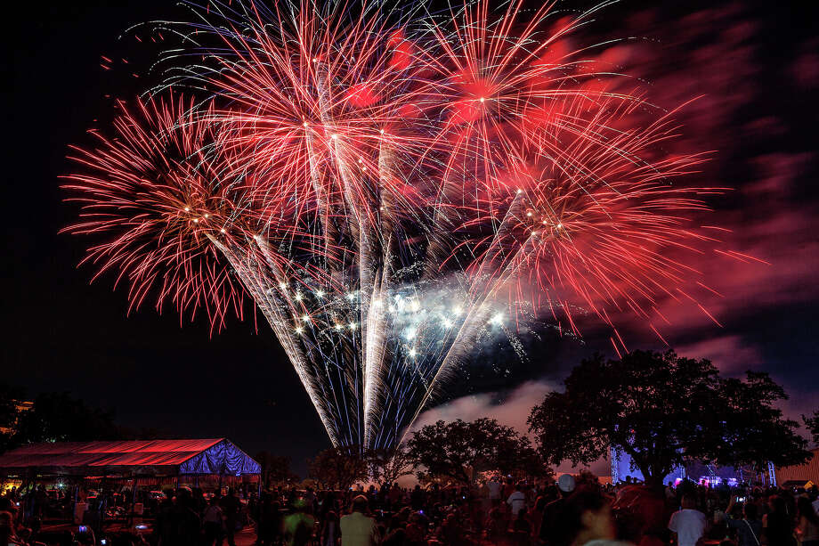 There's nothing like a dazzling booming, glittering display of fireworks to add some extra awe to the Fourth of July. Here's a list of some good places to watch concerts and, of course, fireworks. Photo: MARVIN PFEIFFER, San Antonio Express-News / Prime Time Newspapers 2013