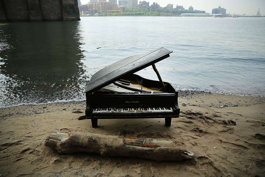 Piano sand bar: This grand piano mysteriously appeared last week on a sliver of beach underneath the Brooklyn Bridge in New York City. Though badly damaged, the Mason & Hamlin piano has become an impromptu tourist draw, drawing dozens each day to test out its keys. Photo: Spencer Platt, Getty Images