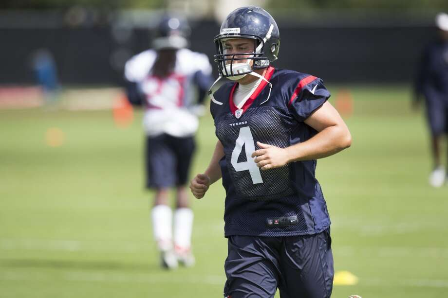Texans kicker Randy Bullock jogs across the field. Photo: Brett Coomer, Houston Chronicle