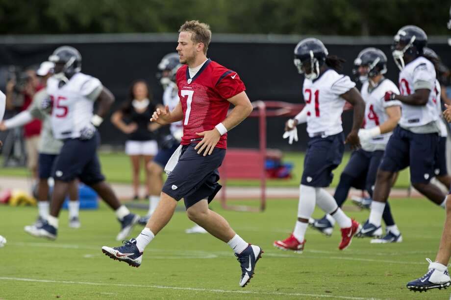 Texans quarterback Case Keenum warms up. Photo: Brett Coomer, Houston Chronicle