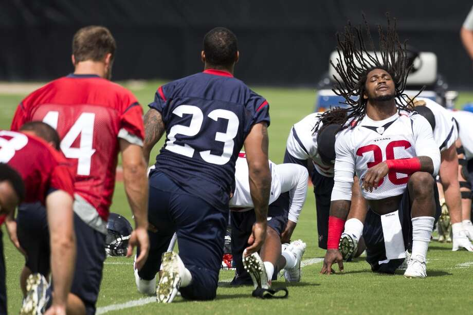 Texans safety D.J. Sweringer (36) stretches before practice. Photo: Brett Coomer, Houston Chronicle